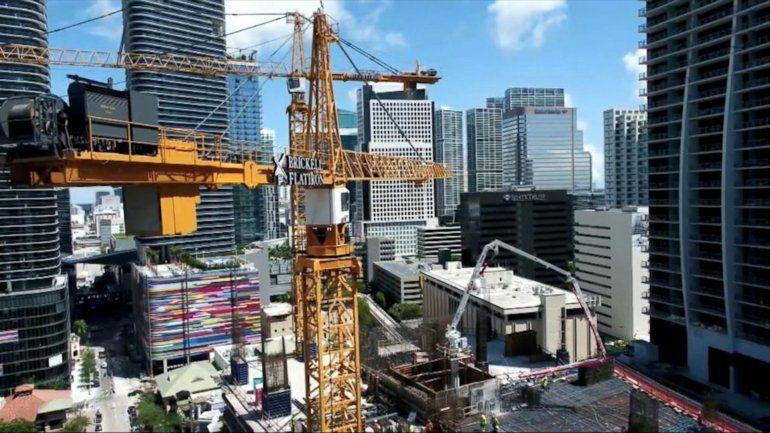 El desempleo en Miami baja a niveles récord, pero el costo de la vida sigue pesando