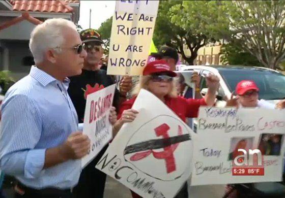 NancyPelosi llega a Miami  y el reciben con gritos e insultos
