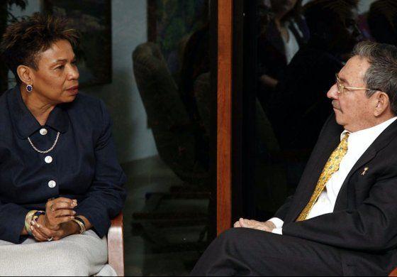 Protestas obligan a cancelar visita de congresista demócrata, Barbara Lee  al Sur de la Florida