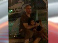 buscan a hombre aparentemente intoxicado que caminaba en la noche por una calle de miami lakes junto a un nino