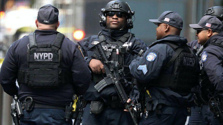 Cacería nacional detrás de sospechoso de enviar bombas al expresidente Obama y a Hillary Clinton