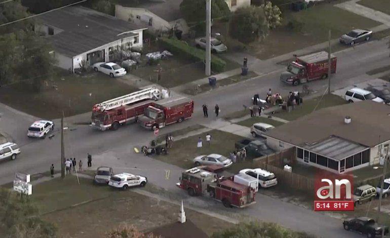 Cinco niños y dos adultos fueron atropellados por un autoen una parada de bus escolar en Tampa