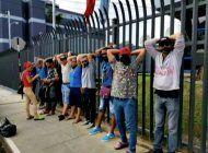 detienen a casi 80 cubanos que protestaban en trinidad y tobago