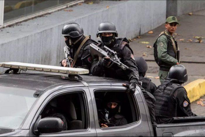 Informe asegura que agentes cubanos ejecutan torturas en Venezuela