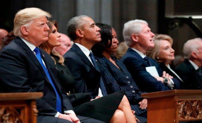 Donald Trump se encontró cara a cara con los Obama y los Clinton en el funeral de George H. W. Bush