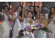 una morena de 25 anos es coronada miss venezuela