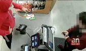 Captado en cámara el momento donde hombre entra con un cuchillo a un 7 Eleven en Miami Lakes