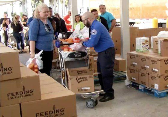 Organización brinda ayuda a empleados federales de Aeropuerto afectados por cierre del gobierno