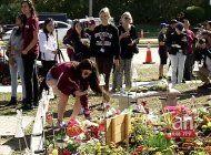 recuerdan a victimas a un ano de tragedia en escuela de parkland