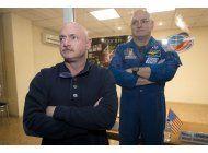 nasa hace estudio comparativo de gemelos en tierra y espacio