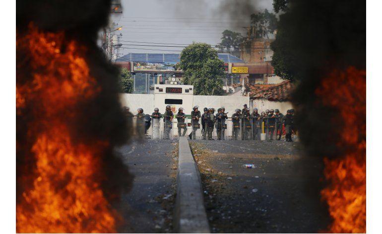 Dos muertos en jornada para intentar meter ayuda a Venezuela