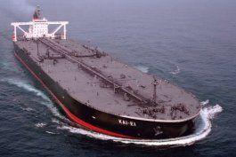 regimen cubano tuvo que comprar un barco para no perder petroleo