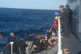 guardia costera de ee.uu. intercepta a 13 balseros cubanos en altamar