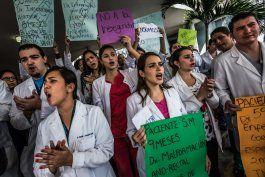 evo morales despilfarro recursos publicos con la mision medica cubana en bolivia