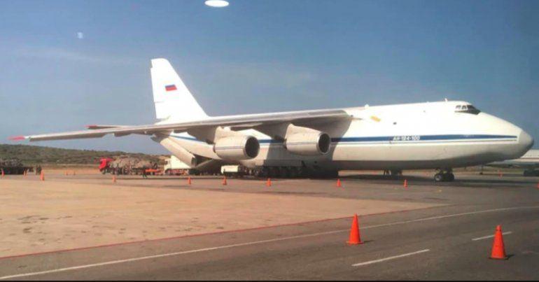 Llegan a Caracas dos aviones de la Fuerza Aérea rusa con personal militar