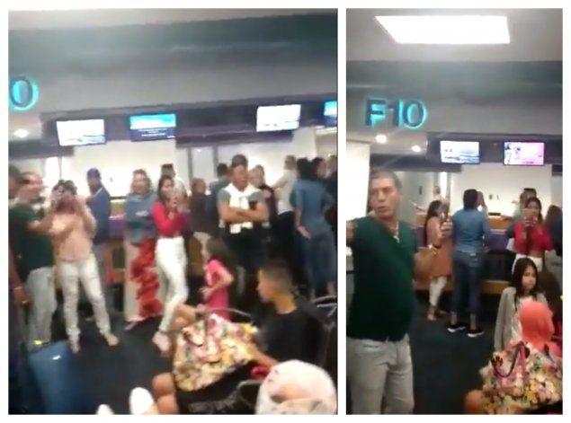 Se caldean los ánimos en el Aeropuerto de Miami tras quedar varados cientos de cubanos por cancelación de vuelos hacia La Habana por la compañía de Charter, Gulf Stream