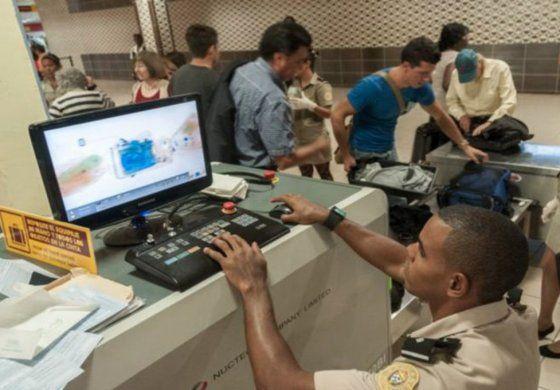 Noventa detenidos en aeropuertos cubanos por intentar introducir drogas