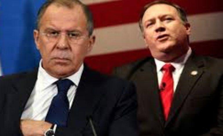 Pompeo se reúne con canciller ruso en Finlandia para abordar crisis en Venezuela