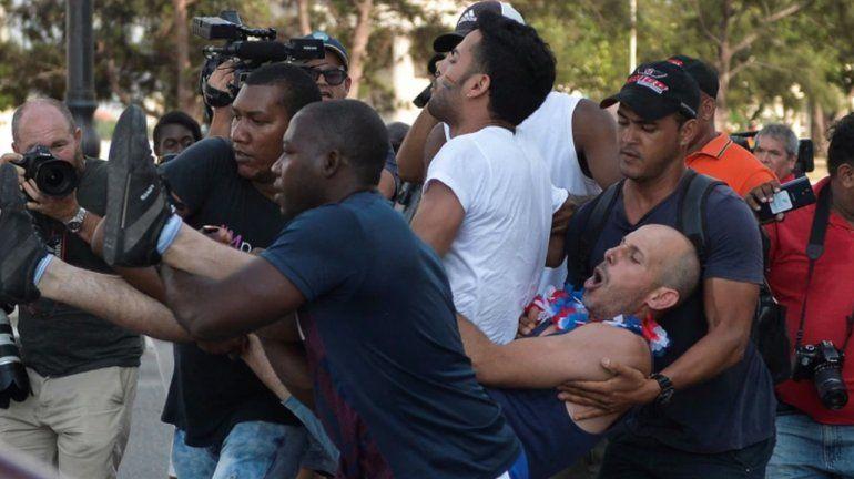 La policía de Cuba reprimió una marcha gay no autorizada en La Habana