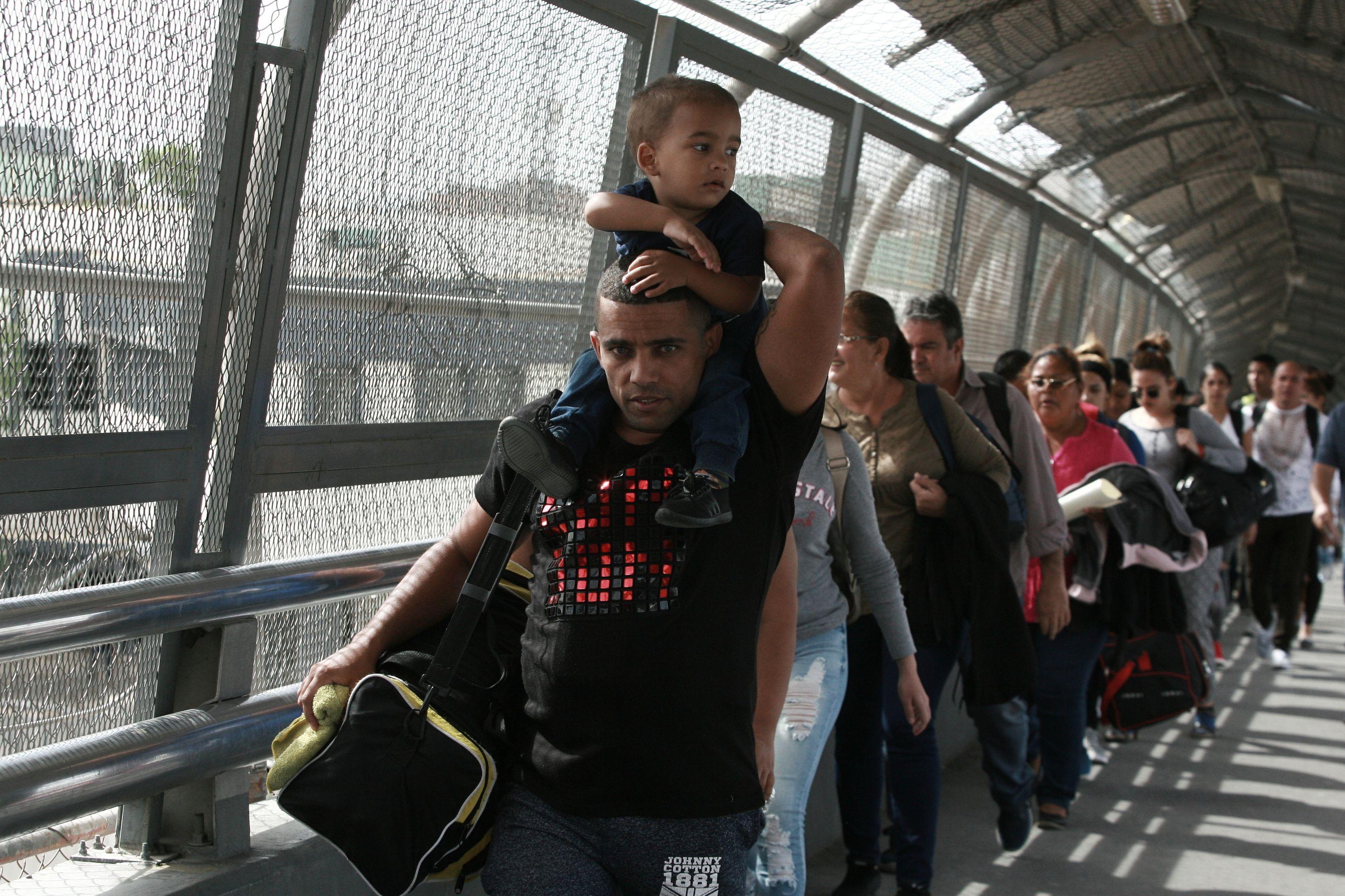 Crece número de cubanos que busca ingresar a EEUU por México