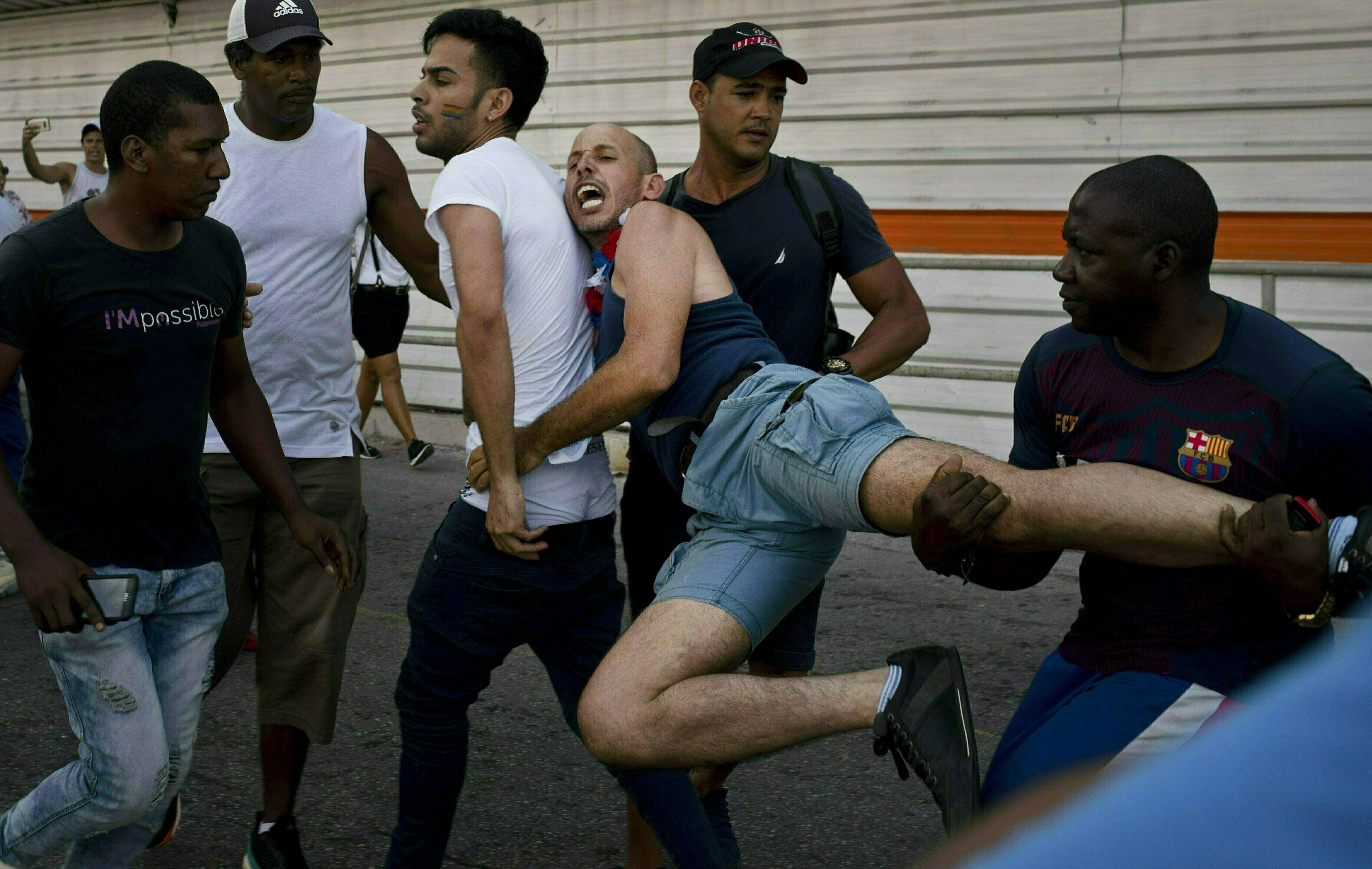 Cuba: Directivos justifican arrestos en marcha LGTB