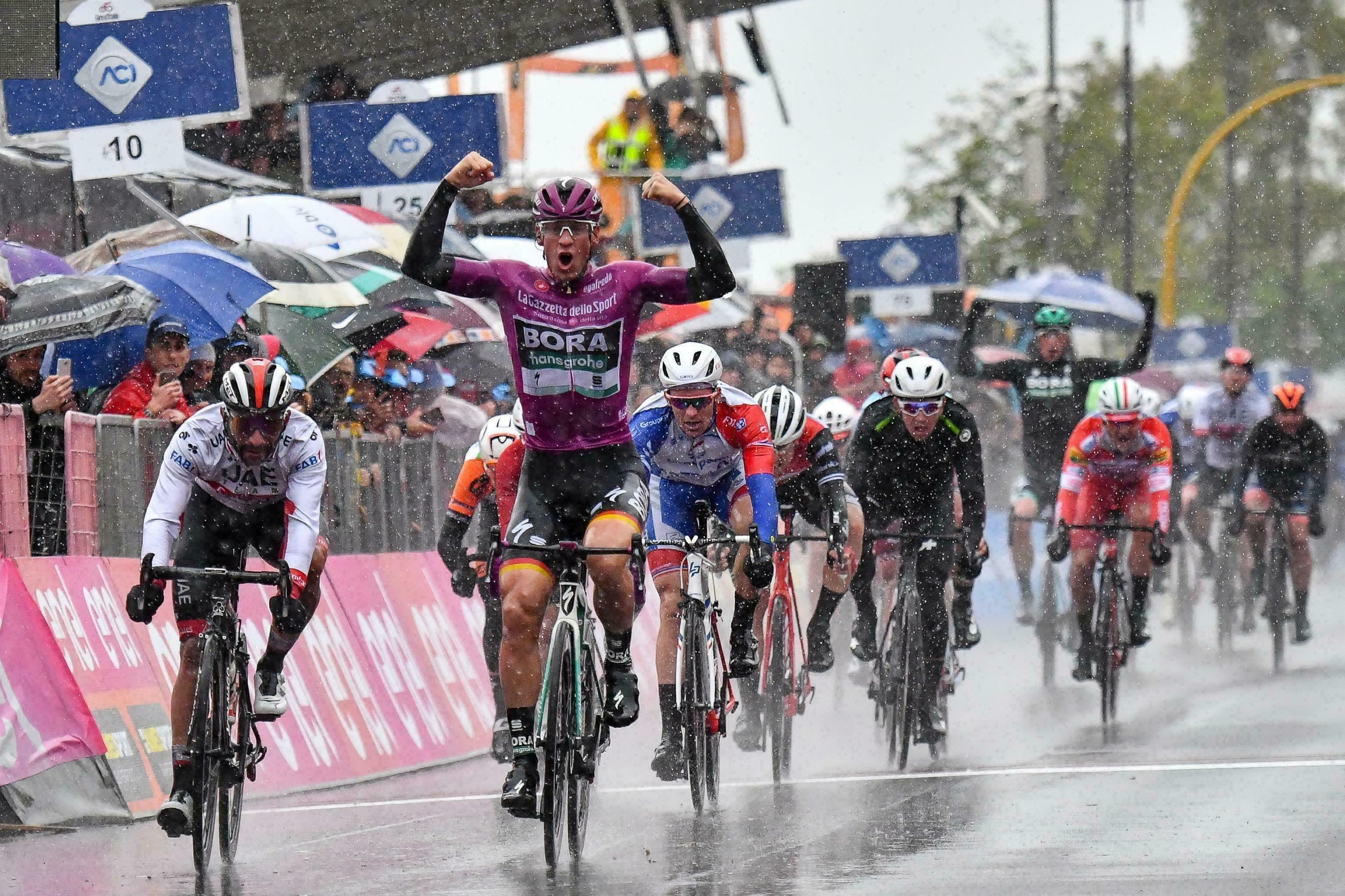 Giro: Ackermann supera a Gaviria en 5ta etapa