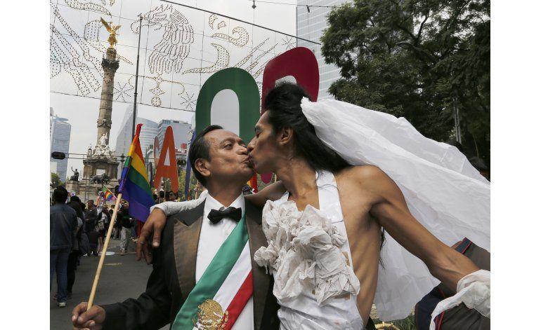 Consulados de México en el mundo podrán casar a homosexuales