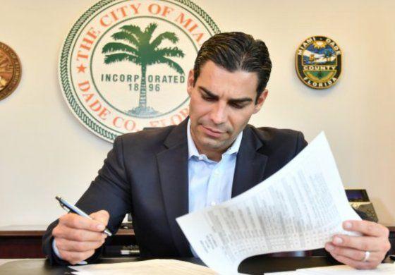 Comisión Joe Carollo propone que Francis Suarez trabaje a Full-Time como alcalde