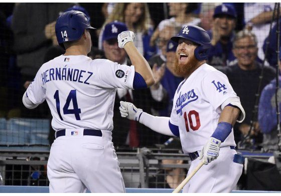 Hernández pega grand slam, Dodgers blanquean 9-0 a Gigantes