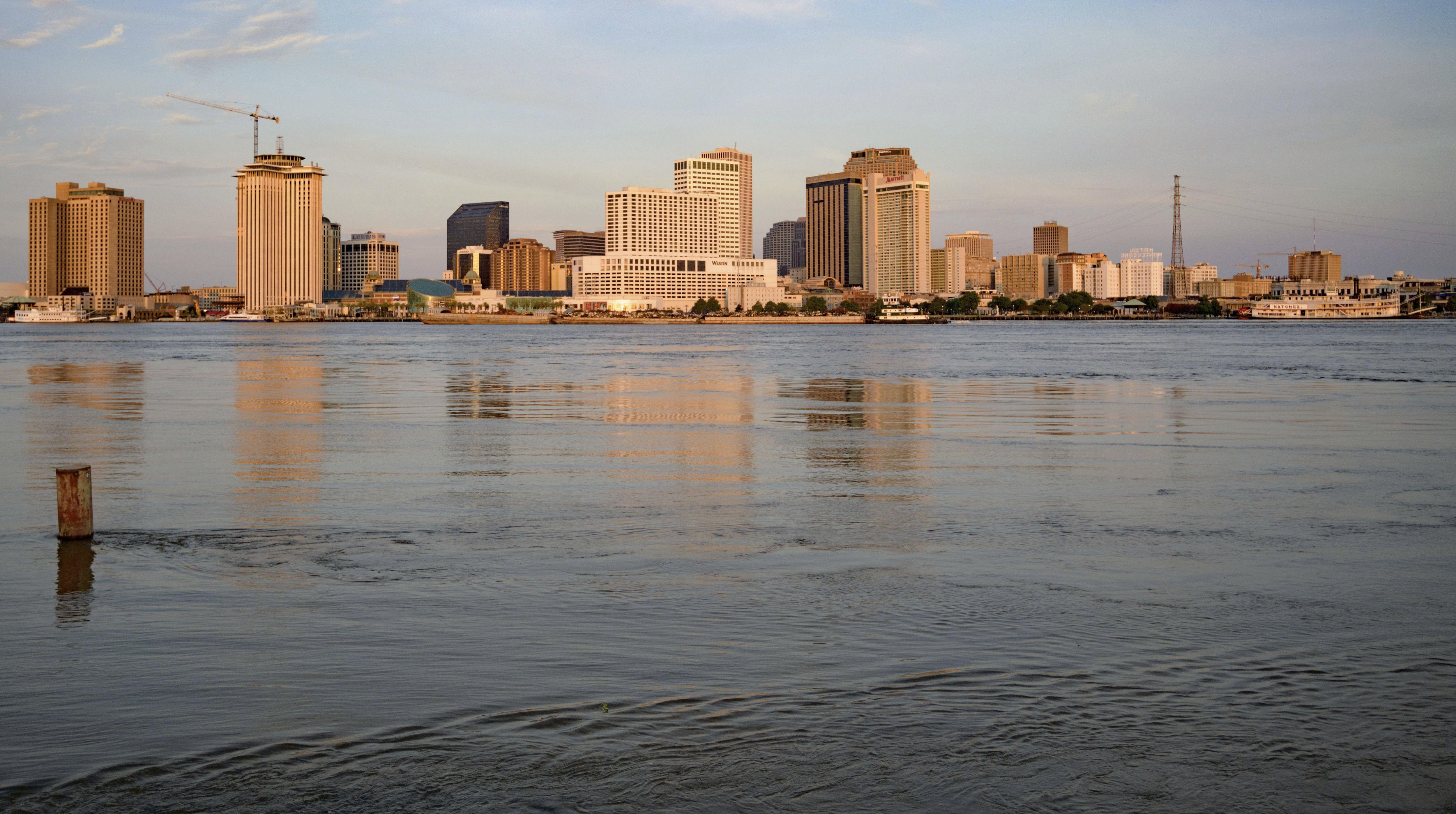 La tormenta Barry comienza a sentirse en Nueva Orleans
