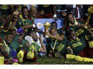 camerun despide a seedorf tras eliminacion en copa africana