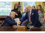 trump se reune con los astronautas del apolo 11