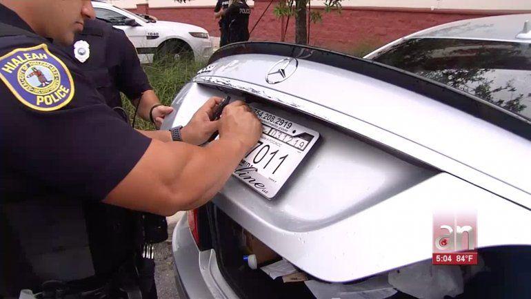 La policía de Hialeah arresta a un cubano por manejar con la licencia suspendida y poseer tarjetas de crédito falsas