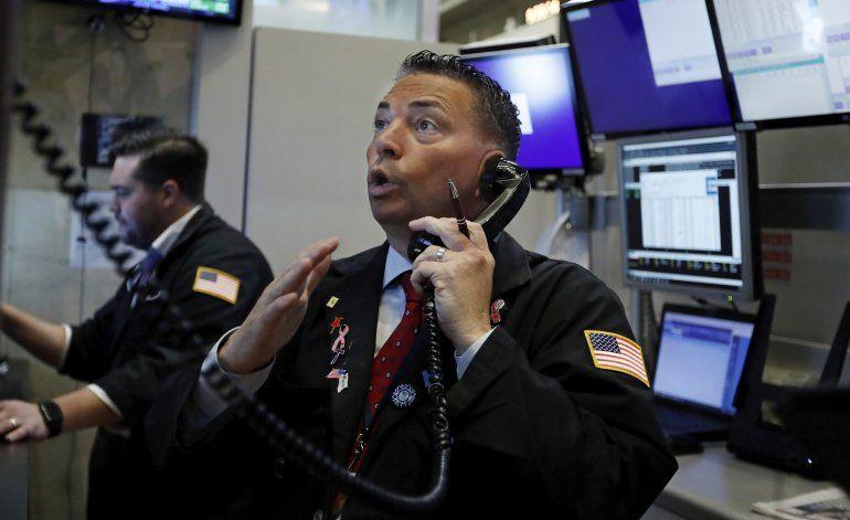 Wall Street supera fuerte baja; cierra con resultados mixtos