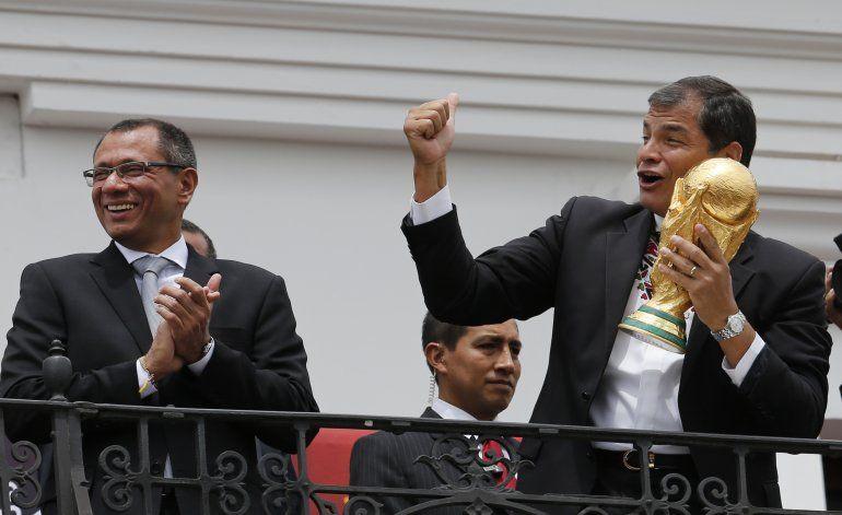 Ecuador: fiscalía pide prisión para expresidente Correa