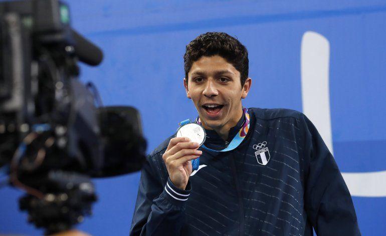 Guatemalteco Luis Martínez,  plata y récord en natación