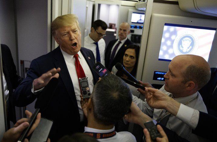 Trump estudia conmutar la pena al exgobernador Blagojevich