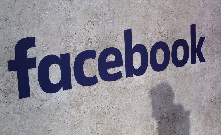 """Reporte: Facebook ofrece """"millones"""" por derechos de noticias"""
