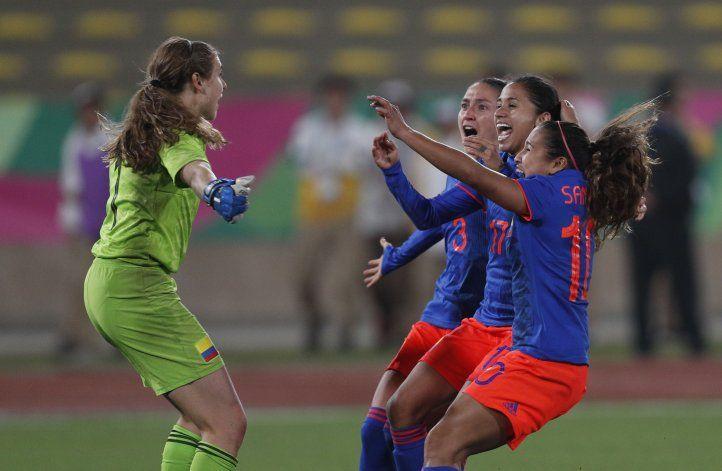 Colombianas ganan oro en fútbol, por penales sobre Argentina