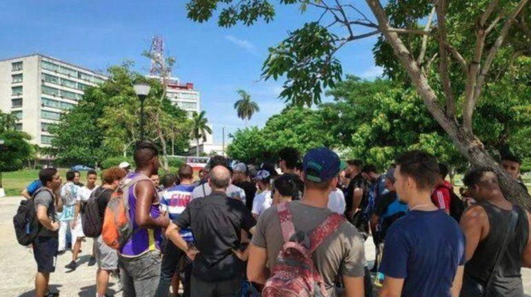 Protesta en La Habana frente al Ministerio de Comunicaciones