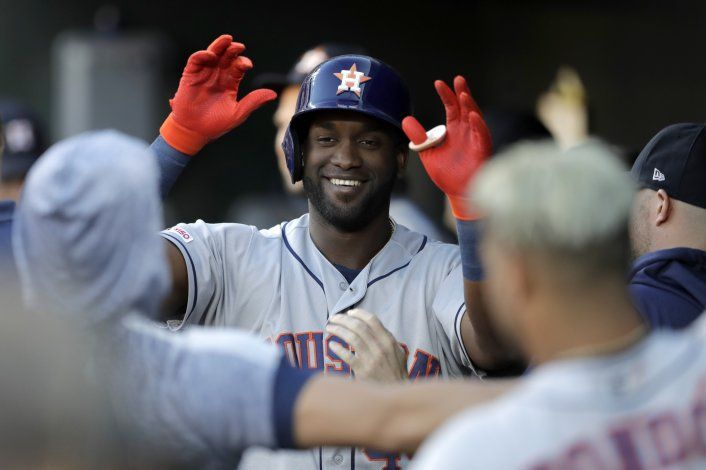 Álvarez suena 3 jonrones, Astros aplastan 23-2 a Orioles