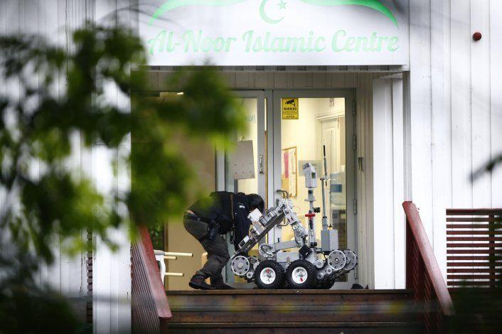 Tratan tiroteo en mezquita noruega como ataque terrorista