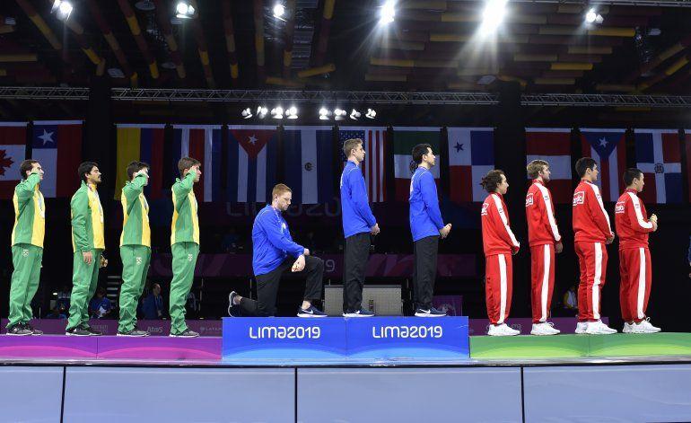 Dos deportistas de EEUU protestan en el podio panamericano