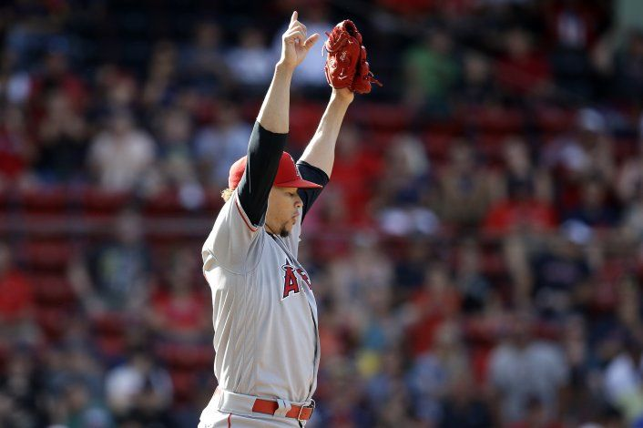 Bemboom pega hit en 10mo inning y Angelinos vencen a Boston