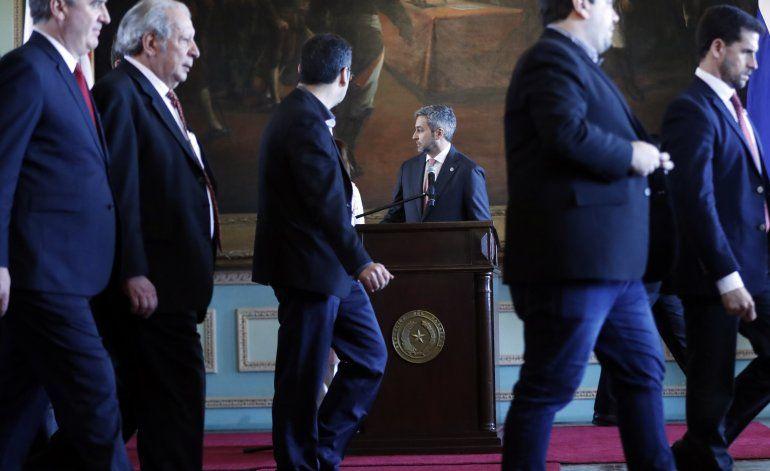 Presidente paraguayo ante fiscales por pacto con Brasil