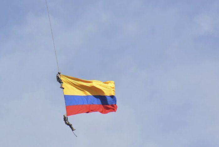 Dos efectivos colombianos mueren en acrobacia aérea