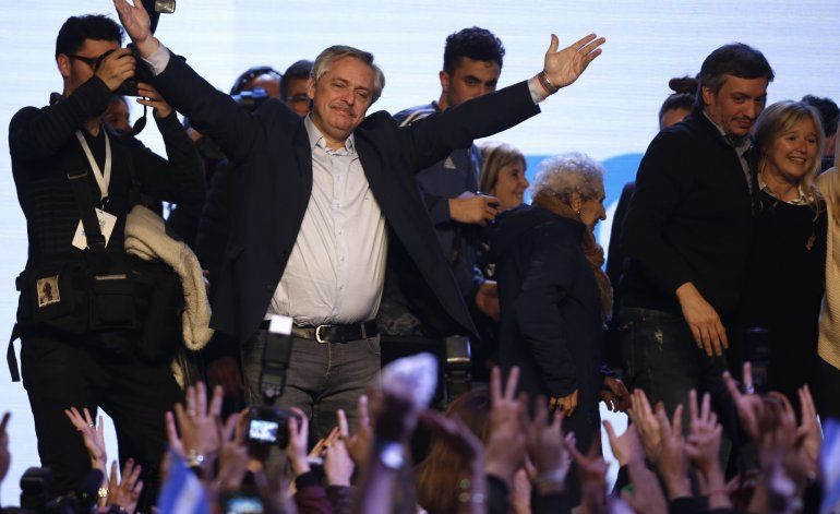 Argentinos castigan al gobierno en primarias; resurge CFK