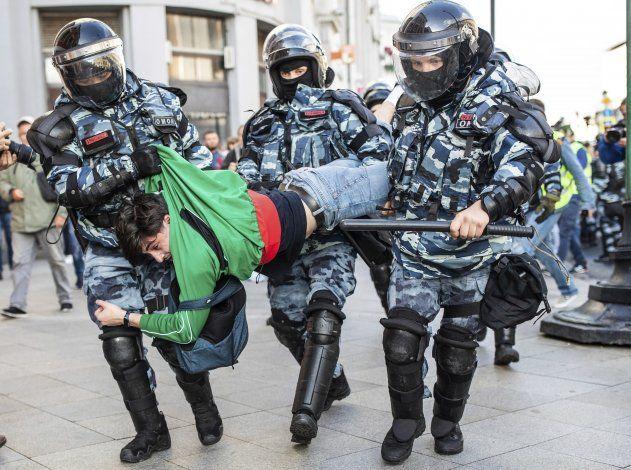 Kremlin: Putin resta importancia a las protestas en Moscú