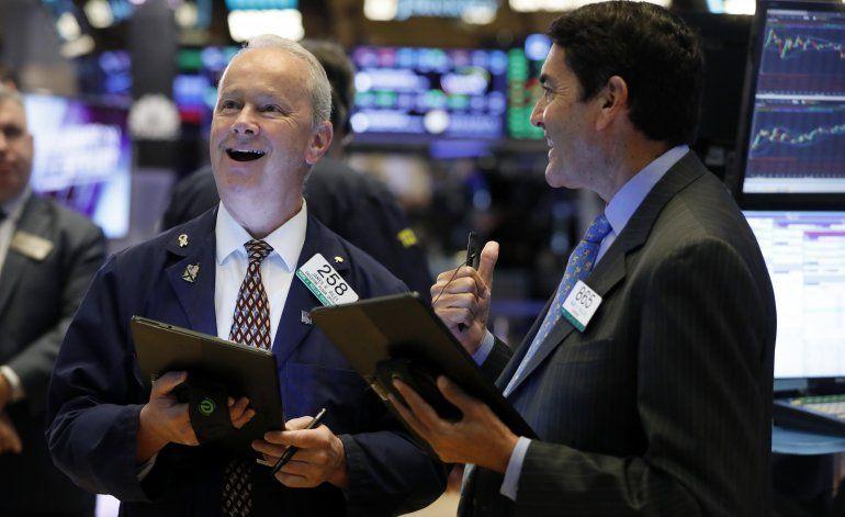 Wall Street sube tras alivio de sanciones de EEUU a China