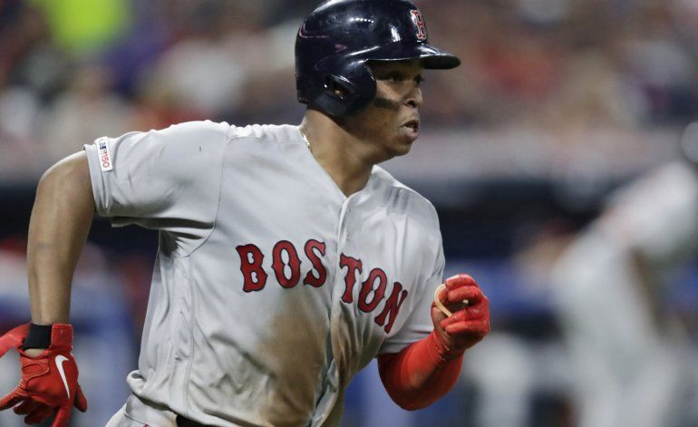 Rafael Devers fija récord con 6 hits y 4 dobles en partido
